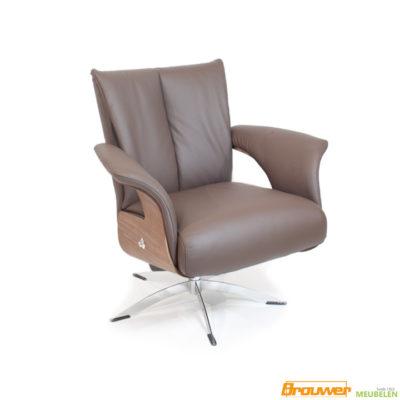 draaifauteuil leer bruin leer houten zijkant design stoel