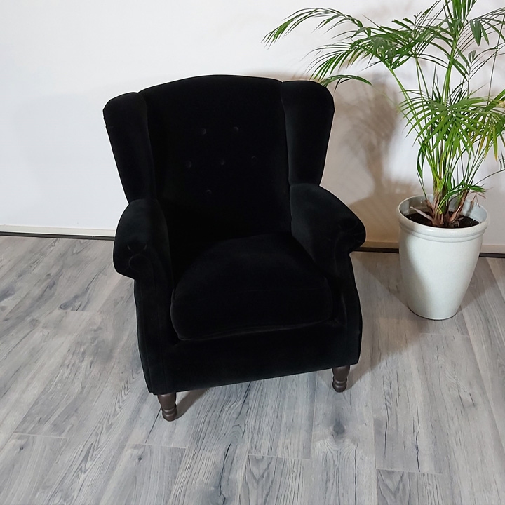 oorfauteuil-zwarte-stof-zwart