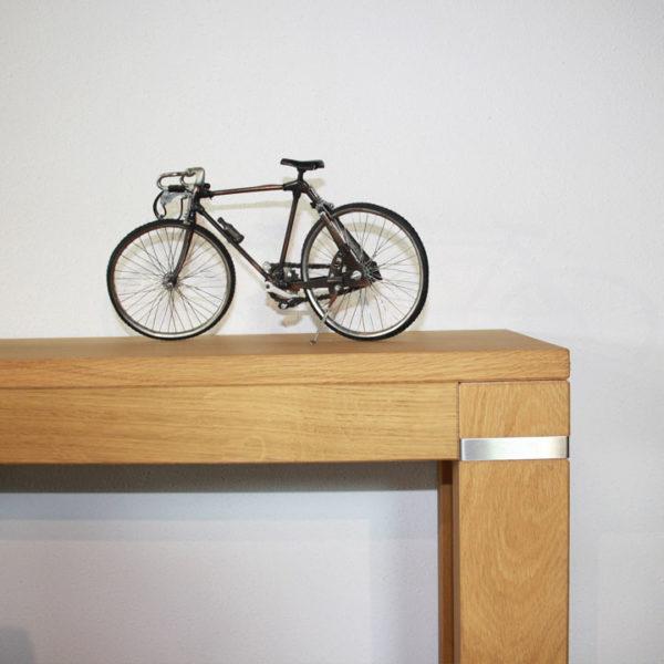sidetable met fiets