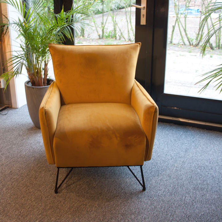 velours fauteuil geel oranje