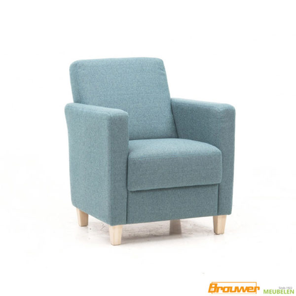 lichtblauwe fauteuil