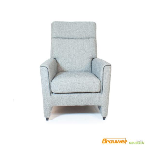 grijze fauteuil hoog biesje bonellvering